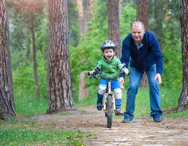 Kako otroka naučiti kolesariti